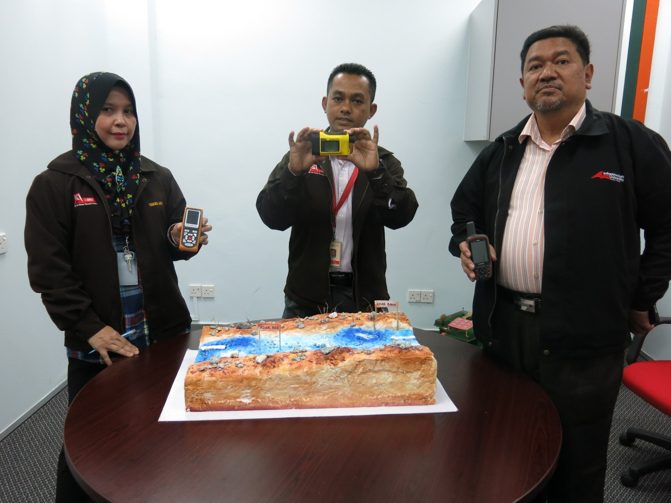 (From left) Lecturer, Faculty of Engineering and Technology Infrastructure, Ir. Tengku Anita Raja Hussin, Mohd. Sofiyan and Roslan Zainal Abidin showing devices used to detect the location of landslide and steepness of slopes.