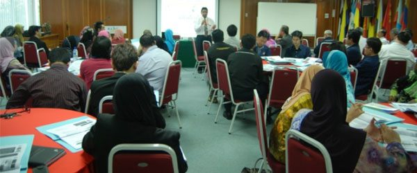 Prof. Sr. Ir. Suhaimi Abdul Talib giving the talk to the participants of the Designing Research Proposal for Grant Application Workshop, IUKL, 2012