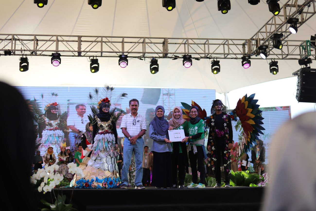 1ST PLACE Floral Fashion Show @ Kuala Lumpur Orchid & Bonsai Show (KLOBS) 2017 IUKL collaborates with DBKL for KLOBS 2017