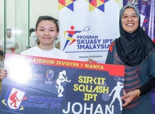 CHAMPION, FEMALE DIVISION 1 CATEGORY @ 1Malaysia IPT Squash Circuit 2015