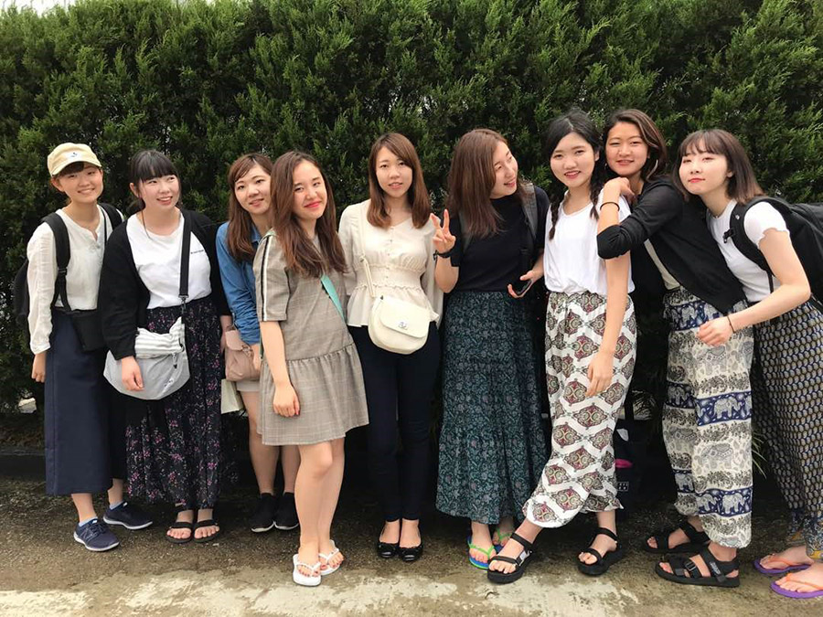 Students from KUIS posing for group photo (from left-right): Shouko, Mai, Yukiko, Risa, Kasumi, Hitomi, Shoko, Marino and Rina