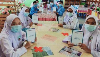Sebahagian pelajar dan guru mengikuti modul pembelajaran empowerNCER Akademik.
